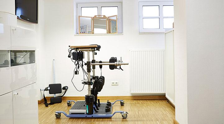 08-moderene_ergotherapiegeraete_in_unseren_praxisraeumen